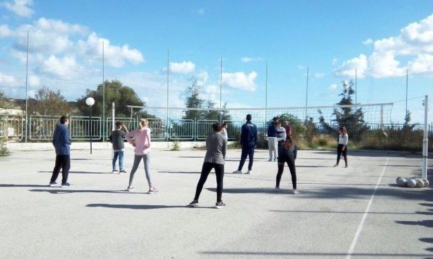 Επίσκεψη του τμήματος βόλεϊ σε σχολείο του νησιού