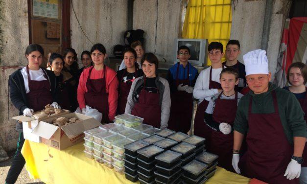 Εβδομάδα εθελοντισμού – Προσφορά γεύματος στους πρόσφυγες του νησιού
