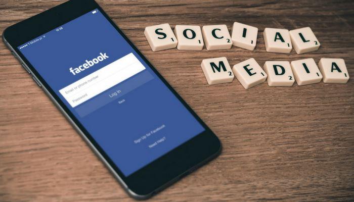 Η υπερβολική ενασχόληση με τα social media επηρεάζει τη ψυχική υγεία των εφήβων
