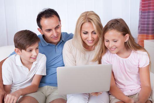 Ενημέρωση γονέων στα Εκπαιδευτήρια «ΡΟΔΙΩΝ ΠΑΙΔΕΙΑ»; ΑΣΦΑΛΩΣ!